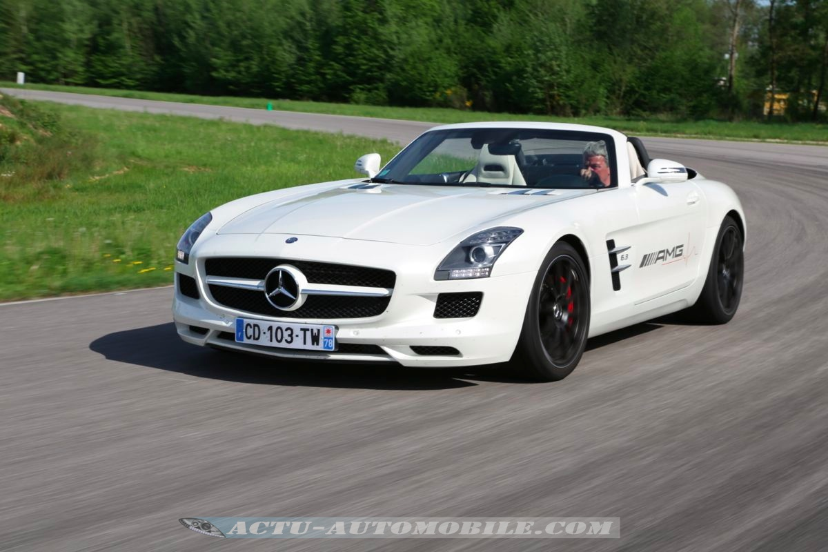 mercedes amg live la sls amg roadster sur piste actu foto bugil bokep 2017. Black Bedroom Furniture Sets. Home Design Ideas