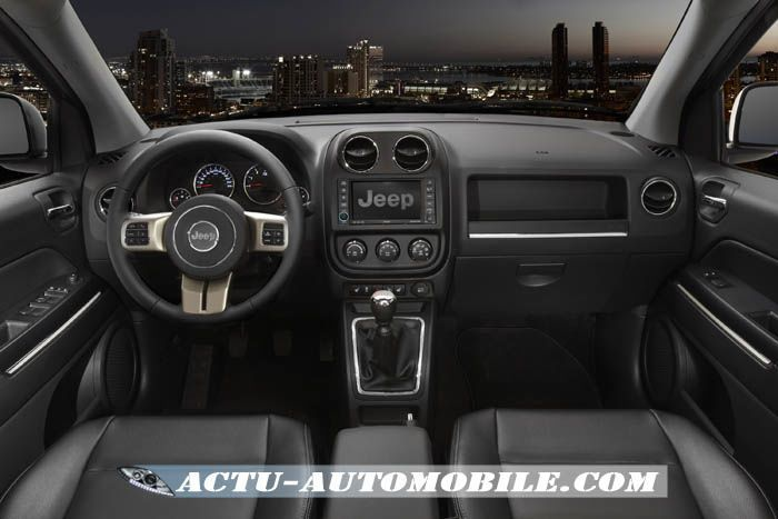 jeep compass 70th anniversary edition actu automobile. Black Bedroom Furniture Sets. Home Design Ideas