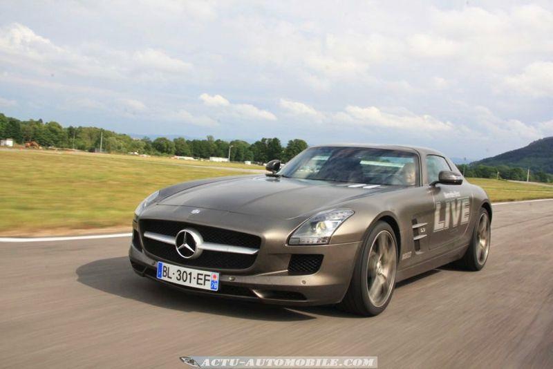 Mercedes-Benz Live