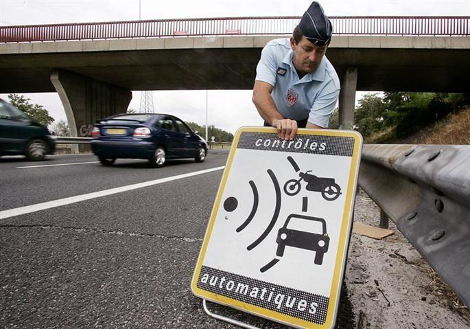 Panneaux indiquant les radars en voie de disparition