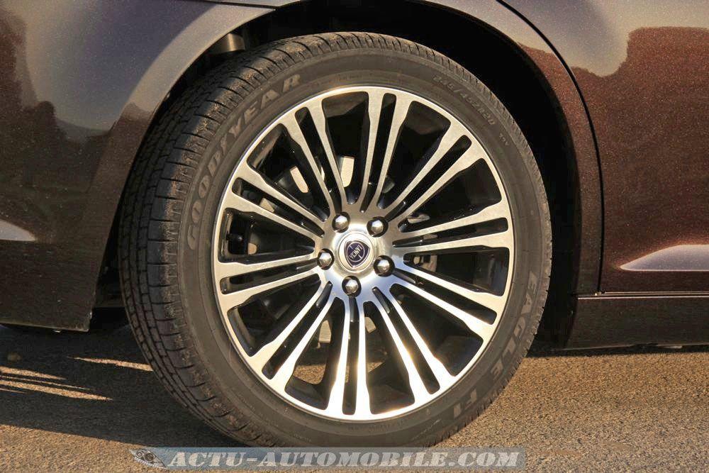 Lancia Thema 3.0 V6 Multijet 239 Executive