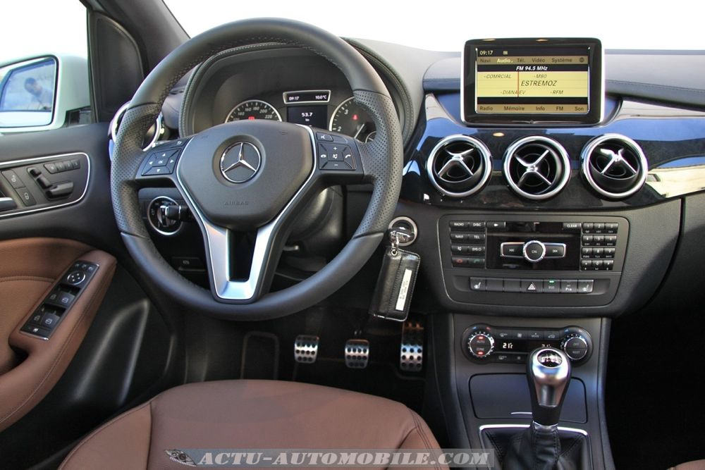 Essai mercedes classe b 200 cdi fascination actu automobile for Interieur mercedes classe b