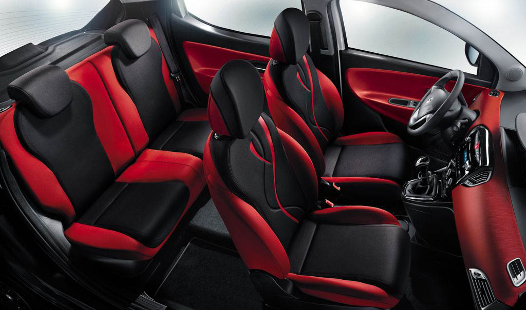 Lancia Ypsilon Black & Red