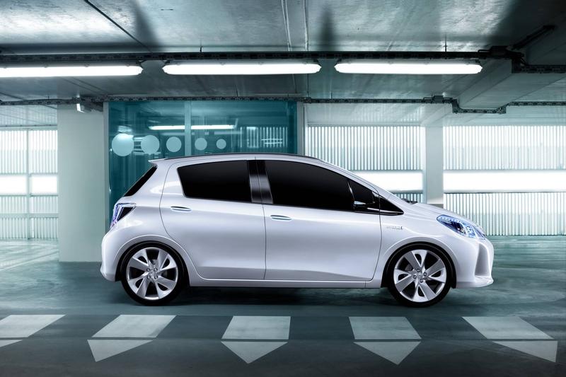 2011-toyota-yaris-hybrid-concept-2