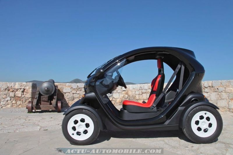 le renault twizy 45 partir de 14 ans actu automobile. Black Bedroom Furniture Sets. Home Design Ideas