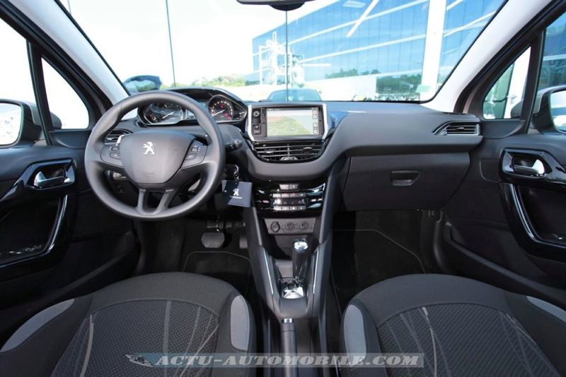 Intérieur de la Peugeot 208 Active
