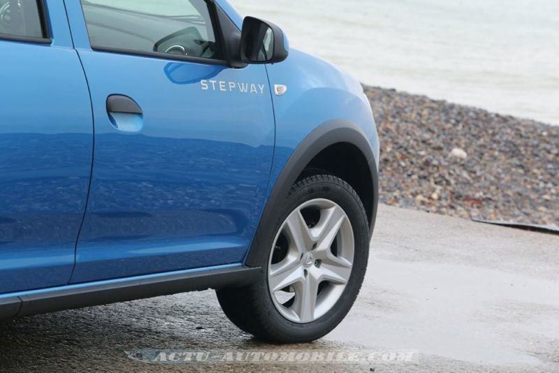 Dacia_Sandero_Stepway_02_mini