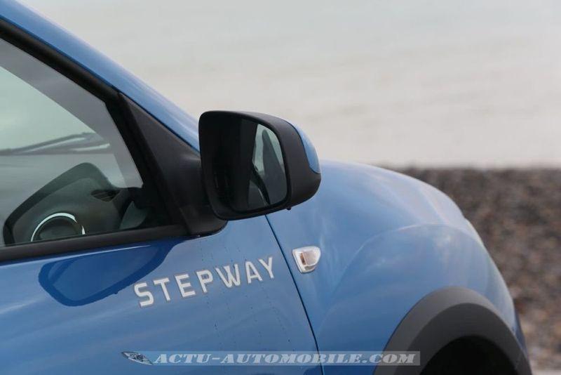 Dacia_Sandero_Stepway_05_mini