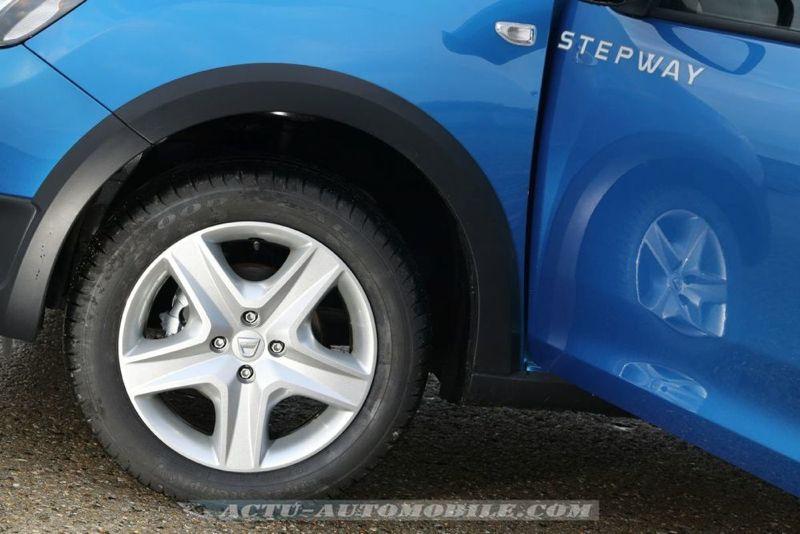 Dacia_Sandero_Stepway_08_mini