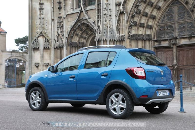 Dacia_Sandero_Stepway_49_mini
