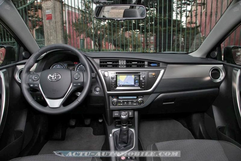 essai toyota auris hybride 136h 124 d4 d dynamic. Black Bedroom Furniture Sets. Home Design Ideas