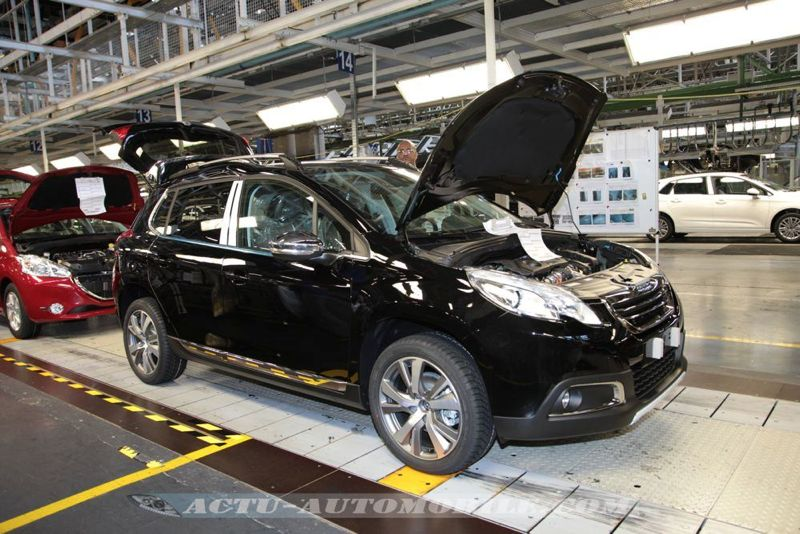 reportage le peugeot 2008 en production mulhouse actu automobile. Black Bedroom Furniture Sets. Home Design Ideas