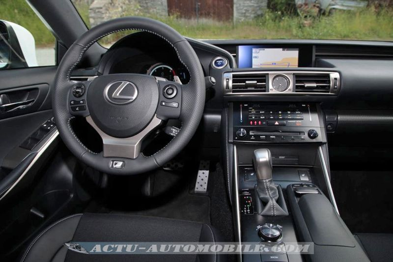 essai lexus is 300h un d calage assum actu automobile. Black Bedroom Furniture Sets. Home Design Ideas