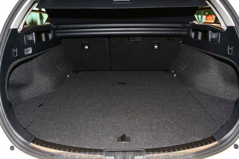 Coffre Toyota Auris Touring Sports