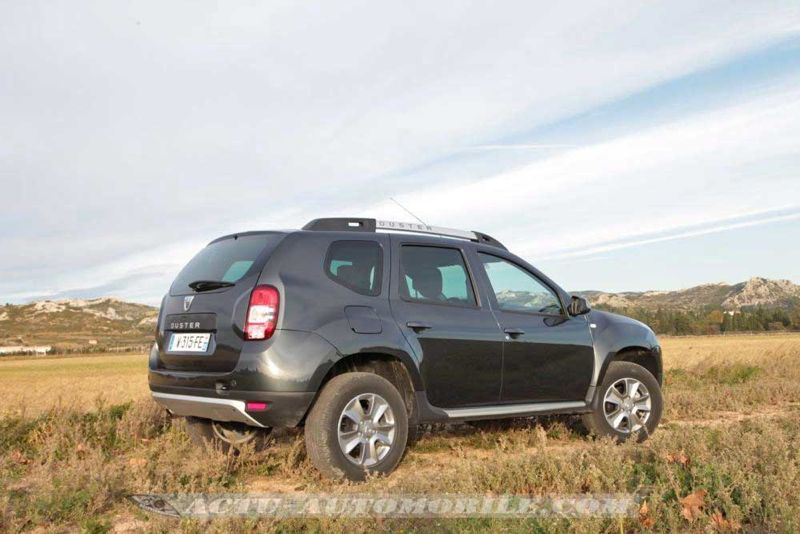 fiche technique dacia duster 1 6 16v 105 2014 actu. Black Bedroom Furniture Sets. Home Design Ideas