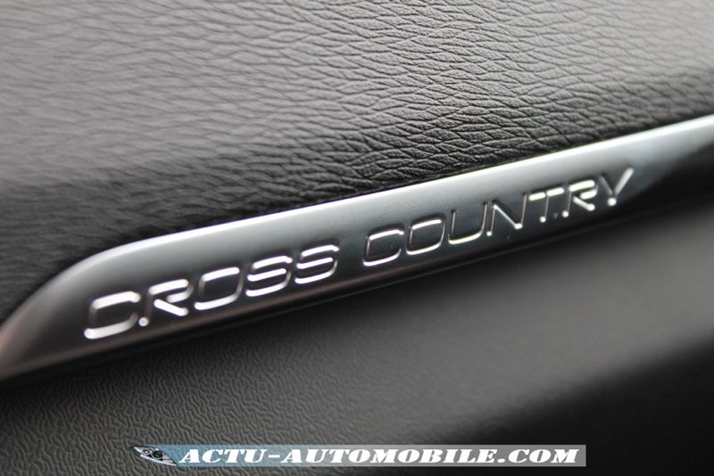 Budget V40 Cross Country