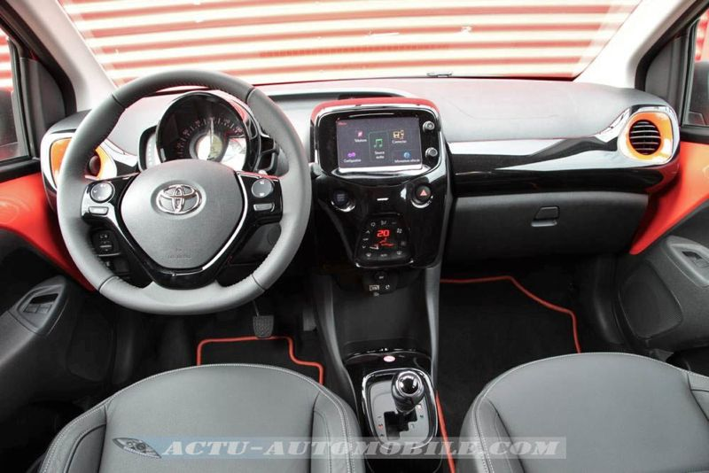 Planche de bord nouvelle Toyota Aygo