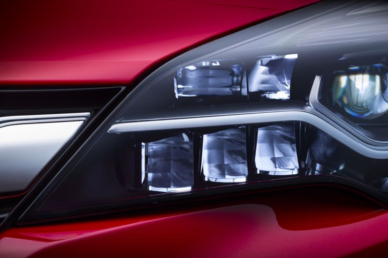 Phares LED de la future Opel Astra