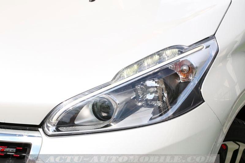 Nouveau phare avant Peugeot 208 restylée