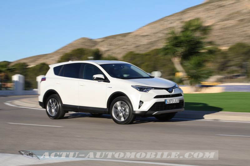 essai nouveau toyota rav4 hybride puissant mais sans bonus actu automobile. Black Bedroom Furniture Sets. Home Design Ideas