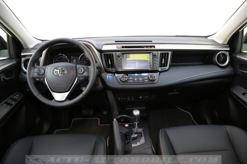 Planche de bord du Toyota RAV4 Hybride