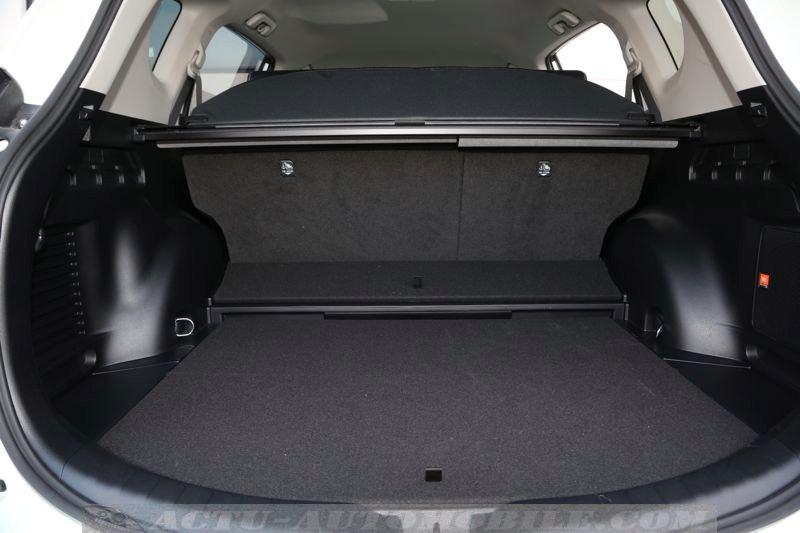 Coffre du Toyota RAV4 Hybride