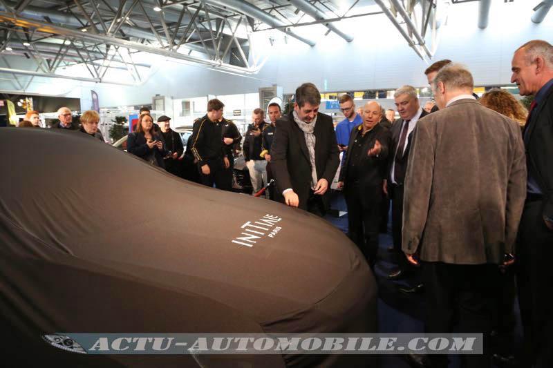 Jean Rottner devant la nouvelle Renault Talisman Estate