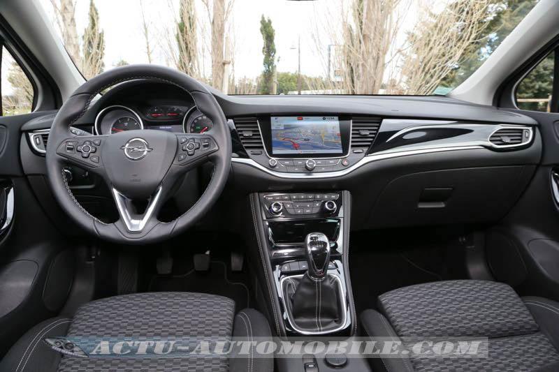 Planche de bord de la nouvelle Opel Astra