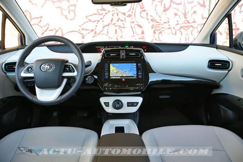 Planche de bord de la nouvelle Toyota Prius
