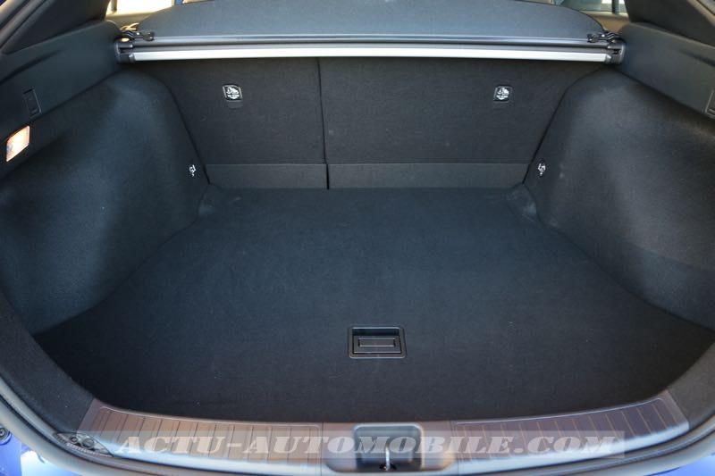 Coffre de la nouvelle Toyota Prius : 500 L de contenance !