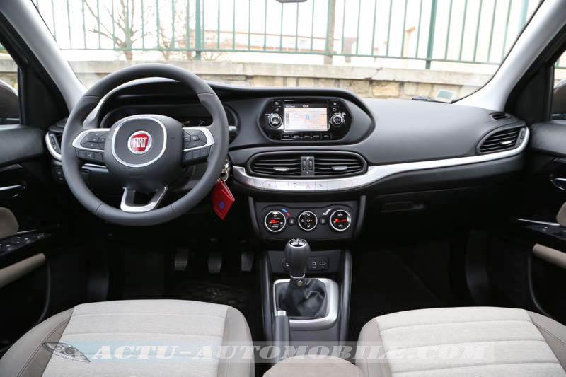 Planche de bord de la Fiat Tipo 2016
