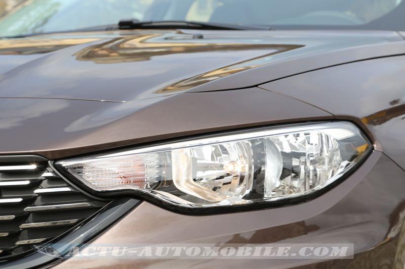 Le phare de la nouvelle Fiat Tipo rappelle un peu celui d'une Audi A6