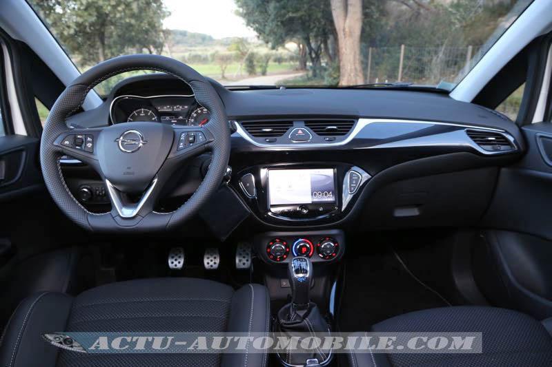 Planche de bord de l'Opel Corsa OPC