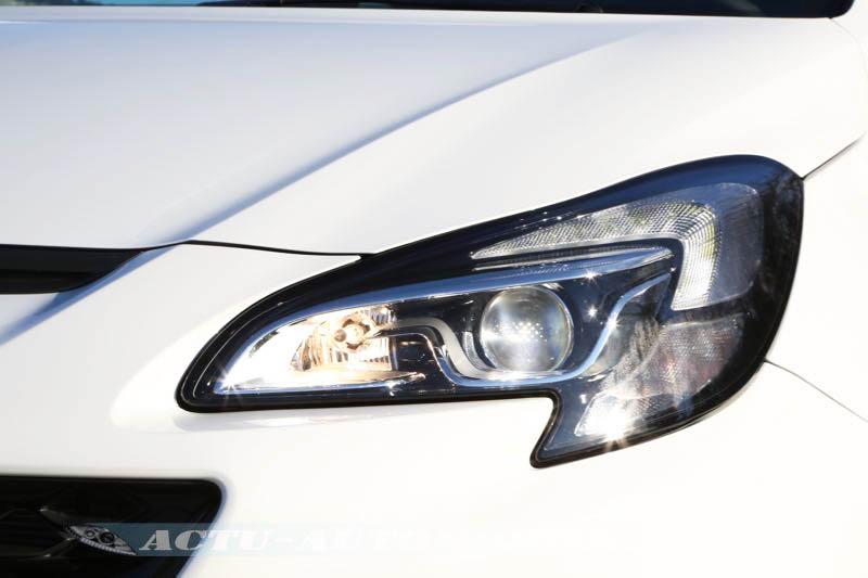 Phare avant Opel Corsa OPC