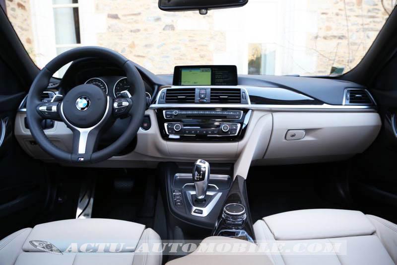 Planche de bord BMW 330e M Sport