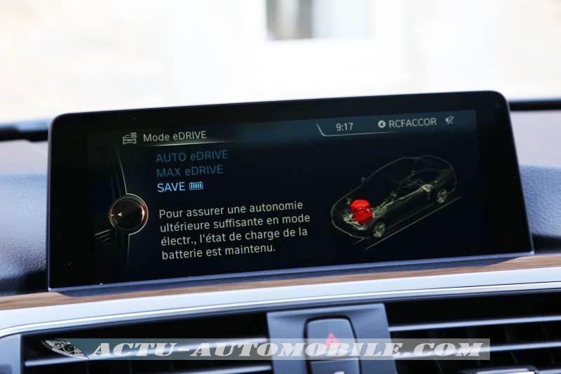 Ecran de la BMW 330e