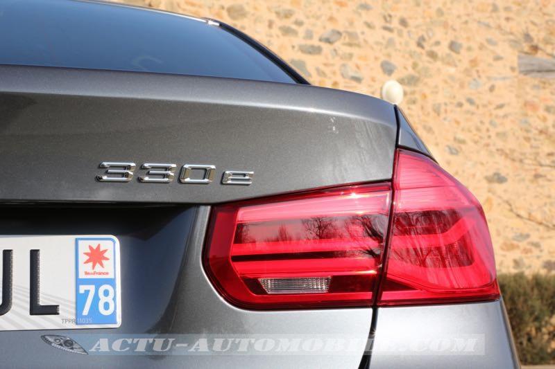 Feu arrière BMW 330e