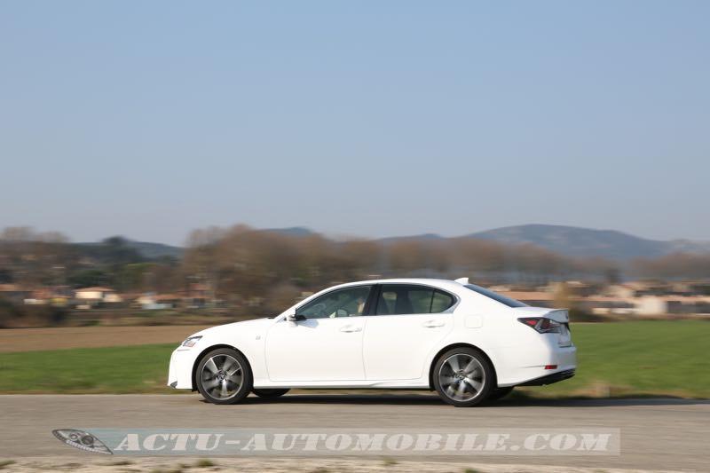 Planche de bord de la Lexus GS 300h F Sport