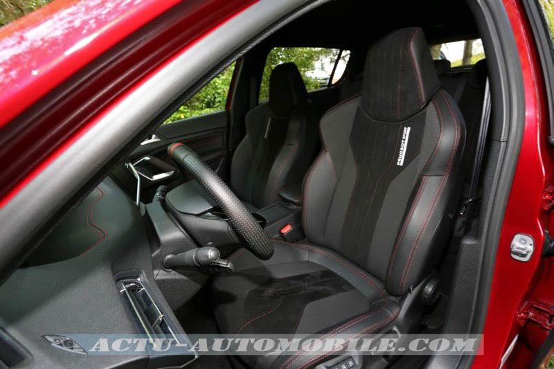 Sièges avant de la Peugeot 308 GTI
