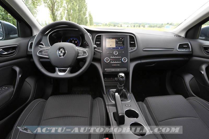 Planche de bord de la nouvelle Renault Mégane berline Zen