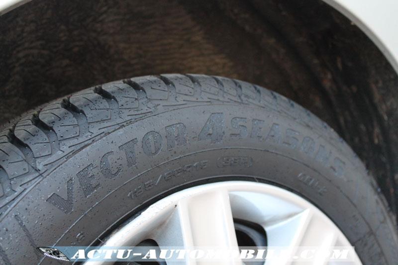 Les pneus Vector 4Seasons Gen-2 sur la pluie