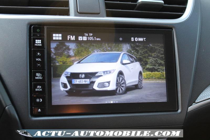 Le système multimédia de la Civic Tourer permet de personnaliser son fond d'écran.