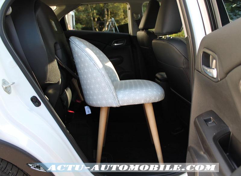 Les sièges arrière magiques sont fort pratiques pour rentrer des objets en hauteur.