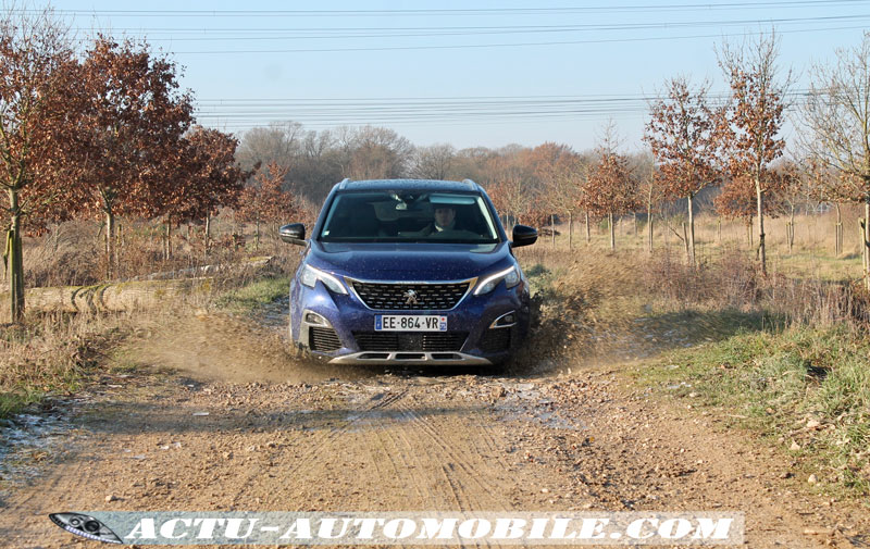 Tenue de route Peugeot 3008 Allure BlueHDi 120