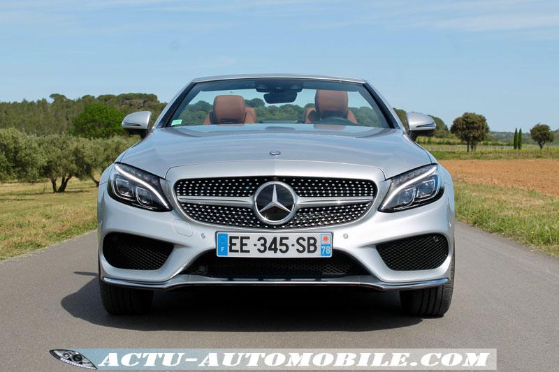 Le moteur de cette version 220d développe une puissance de 170 ch et offre de belles performances au cabriolet.