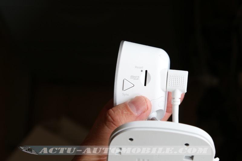Le port SD de la caméra Arlo Q Plus pour enregistrer sur support en cas de coupure internet