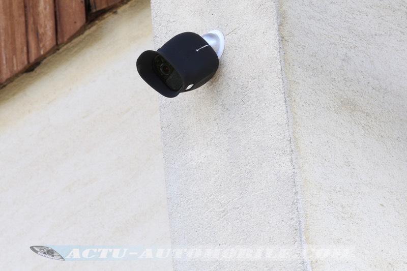 Caméra Arlo Pro avec coque de protection en silicone