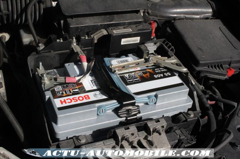 Nouvelle batterie Bosch installée et raccordée (compatible à la technologie Stop & Start)