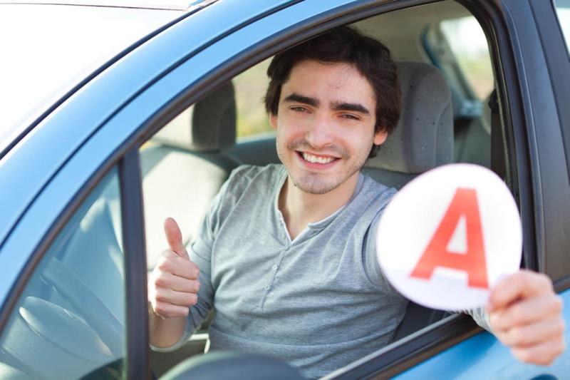 Permis de conduire : comment se déroulent les examens théorique et pratique