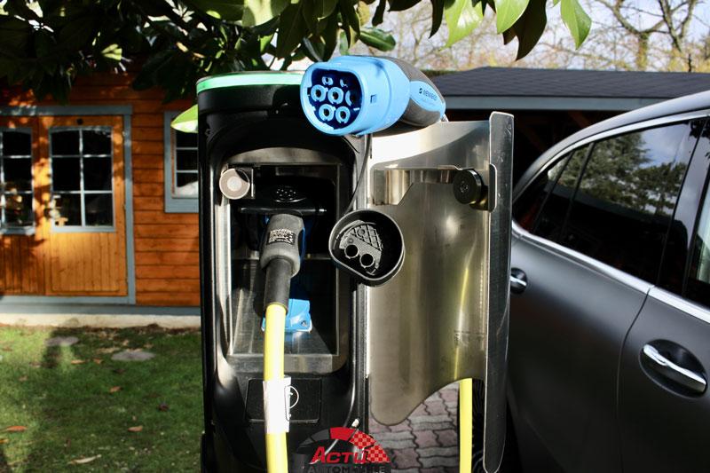 Borne de recharge ENSTO EVC100